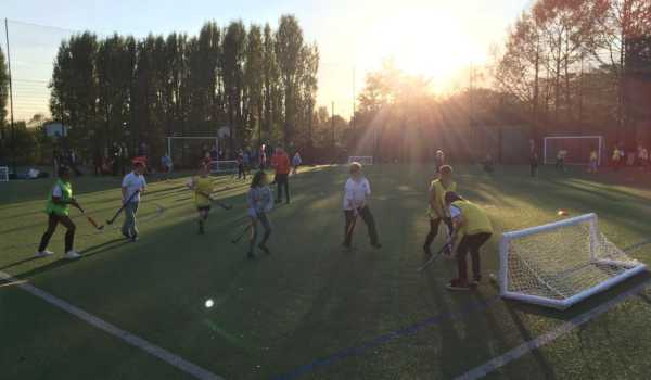 35 Teams & over 200 Primary School students compete in Mixed Hockey